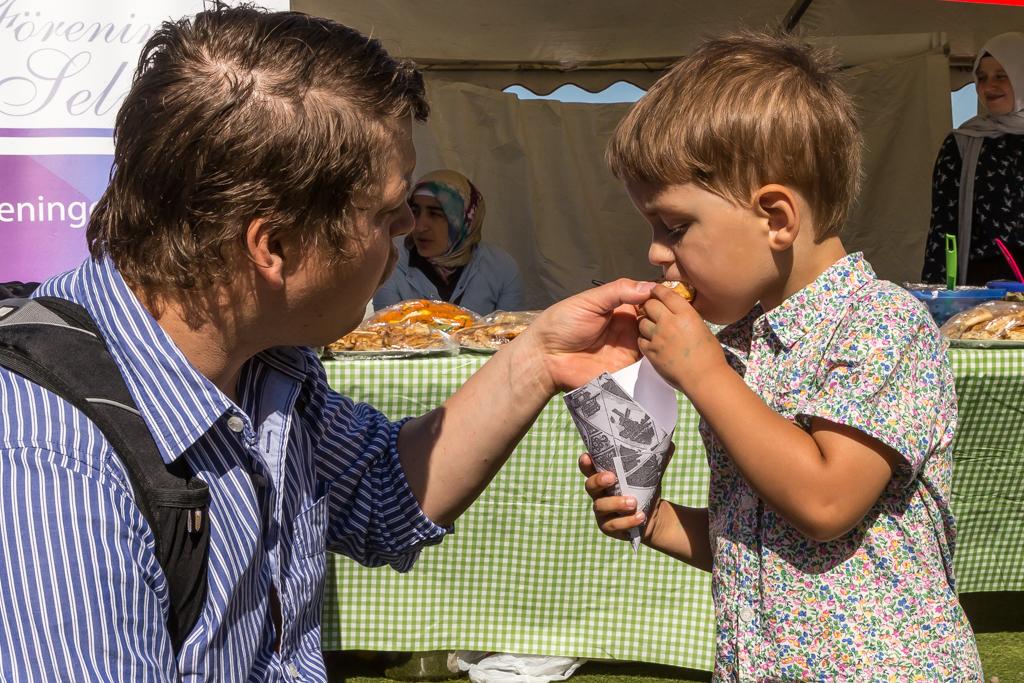 Kevin & Edward testar mat på Global Picnic Food Festival | Foto: Michael Krantz