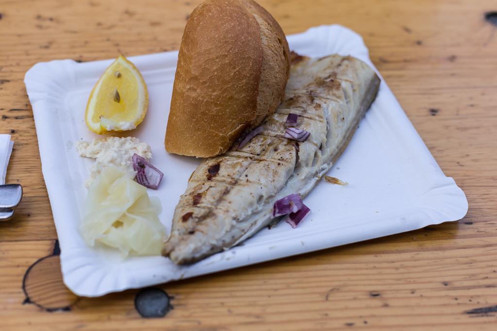 Nygrillad makrill på marknaden vid Winterfeldtplatz | Foto: Michael Krantz