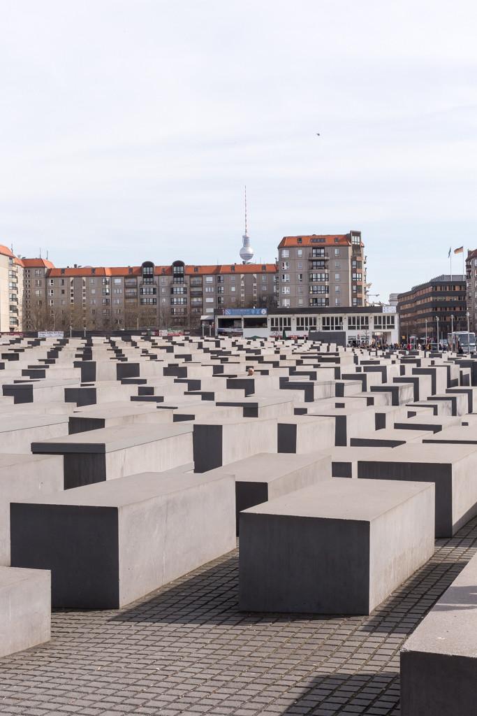 Förintelsemonumentet och tv-tornet i bakgrunden | Foto: Michael Krantz